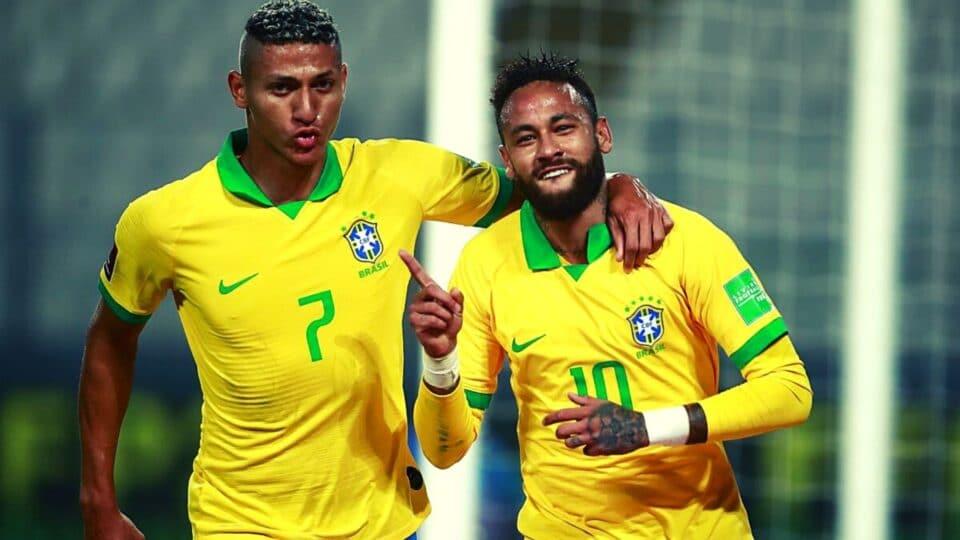 Τι κάνει εκεί ο Βραζιλιάνος; Πήγε να φιλήσει τον Μίνα ο Νεϊμάρ!