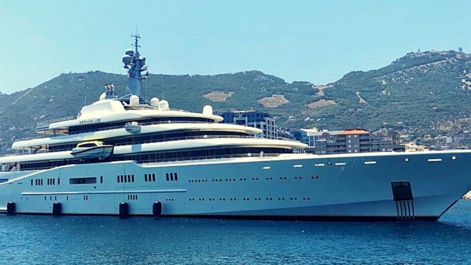 Ο Ρόμαν Αμπράμοβιτς έδωσε 250 εκ για μεταγραφές και 500 εκ για super yacht!