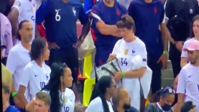 EURO: Ξεκατίνιασμα ανάμεσα στην μητέρα του Ραμπιό και τους γονείς Μπαπέ και Πογκμπά! (vid)