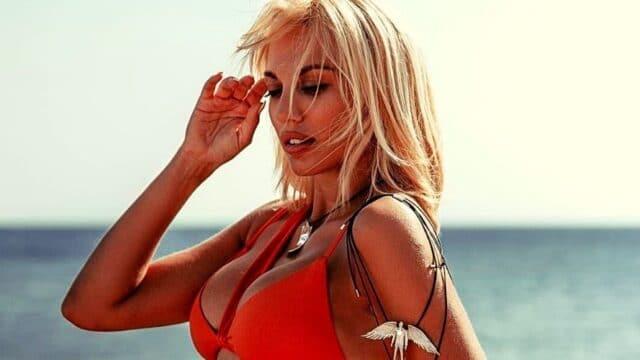 """Η Κωνσταντίνα Σπυροπούλου τέλειωσε τη φωτογράφιση για το """"Κάτι ξαναψήνεται""""!"""