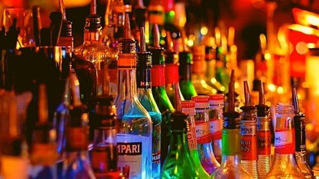 Cocktails & Bars: Τα αγαπημένα μας ποτά και οι θερμίδες που έχουν!
