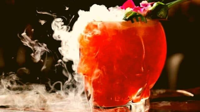 Cocktails & Bars: Προσοχή στα Zombie (Ζόμπι) – Για τους πιο σκληροπυρηνικούς!