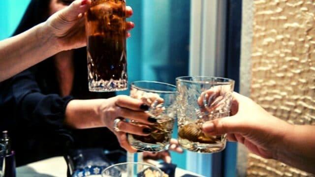 Κορονοϊός: Είσαι ανεμβολίαστος; Καφεδάκι και ποτάκι μόνος στο σπίτι! Αυστηρά μέτρα στην εστίαση!