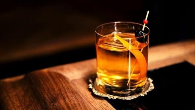 Cocktails & Bars: Το Old Fashioned εξακολουθεί να παραμένει το κορυφαίο κοκτέιλ!