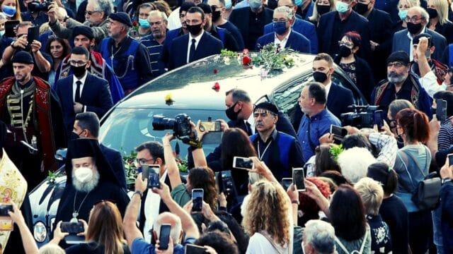 Με τους ήχους του Ζορμπά το αντίο στον μεγάλο Έλληνα συνθέτη στην κρητική γη!