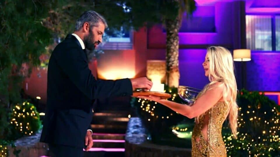 The Bachelor 2 Spoiler: Το δούλεμα πάει σύννεφο – Αρραβωνιασμένη η Αθηνά «κοτόπουλο μπλοκ»! (Vid)