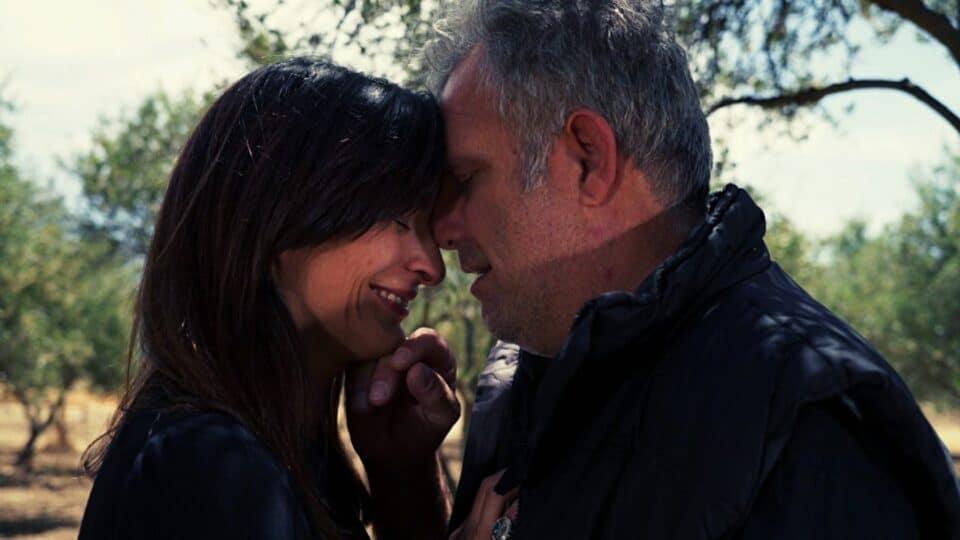 Η Γη της Ελιάς Spoiler: Ποιο είναι το τρίτο πρόσωπο στην σχέση Στάθη και Ιουλίας; (Vid)