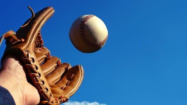Ένα καφάσι μπίρες, ένα προσθετικό πόδι και μία μπάλα του μπέιζμπολ! Αυτή και αν είναι ιστορία!